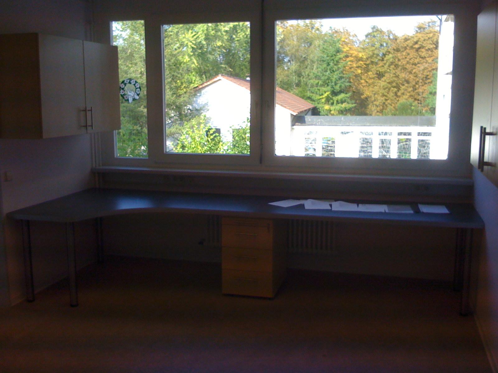 Montage von Büroeinrichtung